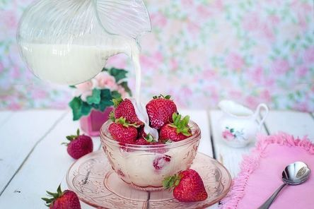 strawberries-2550024__480.jpg